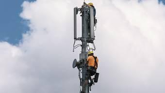 Der Ständerat hat Bedenken zu höheren Anlagegrenzwerten für Mobilfunkantennen. Er hat eine Motion seiner eigenen Fernmeldekommission abgelehnt. (Themenbild)