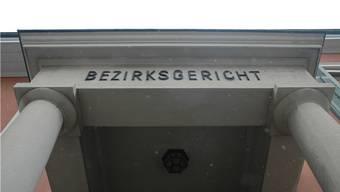 Der Chef einer Arbeitsvermittlung musste sich wegen Drohung und Urkundenfälschung vor dem Bezirksgericht Aarau verantworten. (Archivbild)
