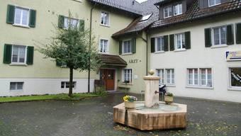 Die Hausarztpraxis in Mettauertal ist in einem Mehrfamilienhaus im Ortsteil Mettau untergebracht. sh