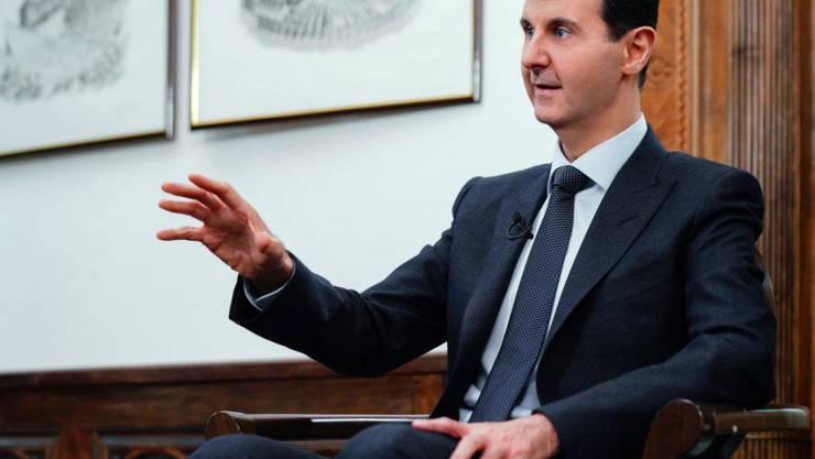 ARCHIV - Die von der syrisch-arabischen Nachrichtenagentur SANA zur Verfügung gestellte Aufnahme zeigt Baschar al-Assad, Präsident von Syrien, während eines Interviews. Foto: