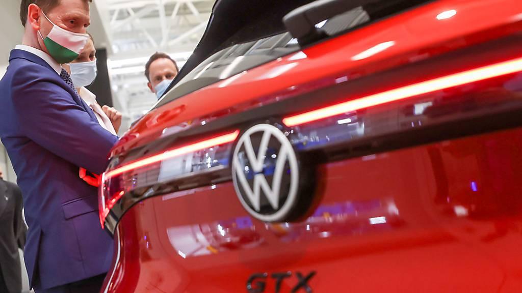 Die wieder stabilere Nachfrage nach Neuwagen in vielen Ländern ist im Mai auch dem VW-Konzern zugutegekommen. Alle Marken der weltweit zweitgrössten Autogruppe lieferten insgesamt 41 Prozent mehr Fahrzeuge aus als im Vorjahresmonat. (Archivbild)