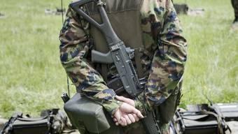 Extremisten stellen auch die Schweizer Armee vor Probleme.