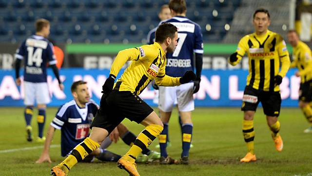 Steffen (mitte) setzt nach seinem Tor zum 2:0 zum Jubellauf an