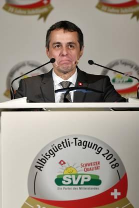 """Er sei zwar noch keine 100 Tage im Amt und daher noch im """"Bundesratspraktikum"""", stellte der Tessiner FDP-Bundesrat am Freitag gleich zu Beginn seiner Rede im Zürcher Schützenhaus klar."""