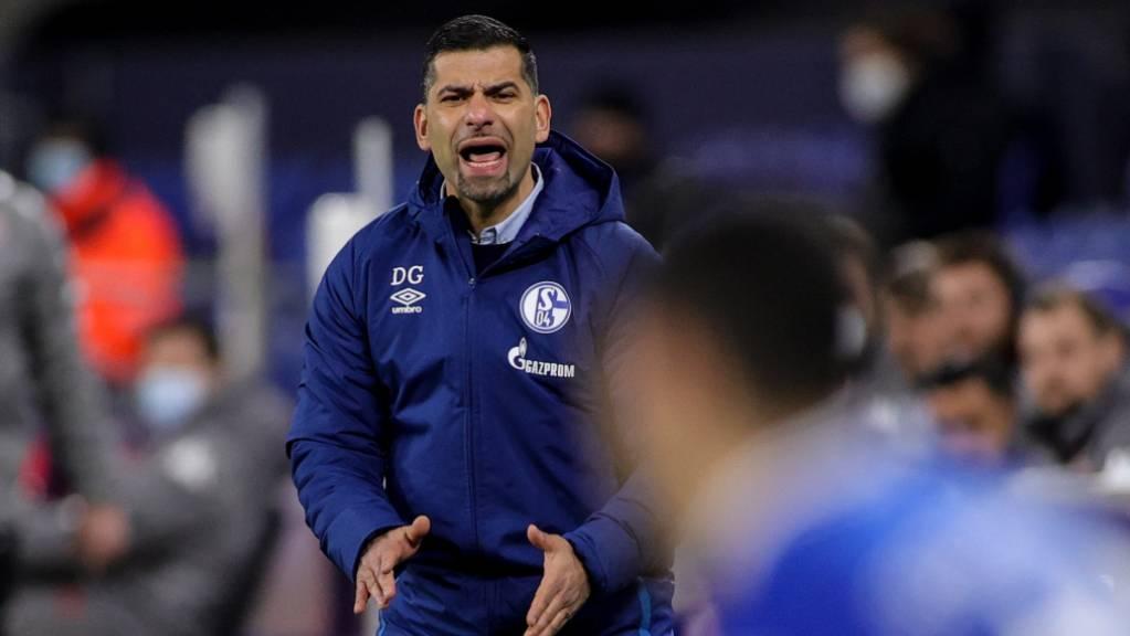 Dimitrios Grammozis hat bei seinem Debüt als Schalke-Coach einiges zu korrigieren