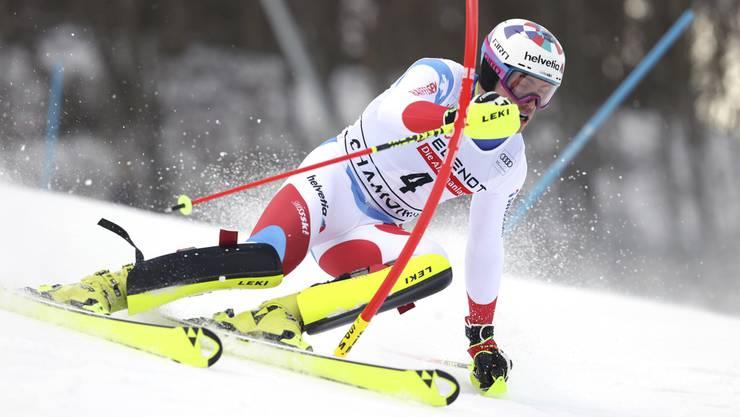 Daniel Yule fährt im 1. Lauf in Chamonix an die Spitze.
