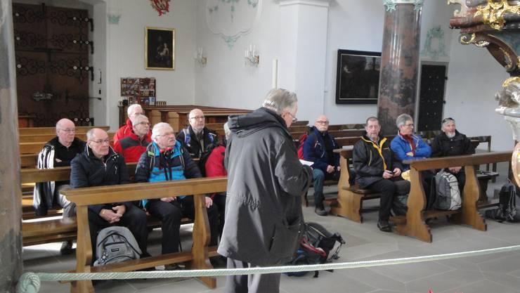 Die Wanderer können nicht nur wandern, sie können bei Besuch der Stiftskirche Beromünster, auch zuhören.