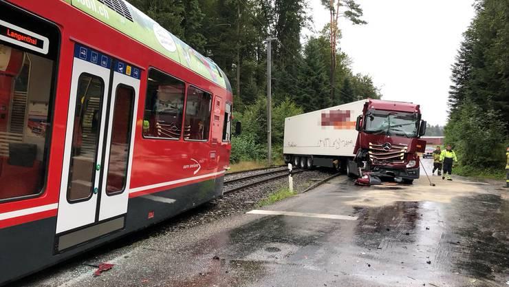 Zum Unfall kam es auf einem unbewachten Bahnübergang zwischen Niederbipp und Aarwangen