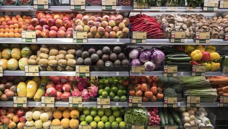 Sich nur von Gemüse und Obst ernähren reicht zwar nicht, die vegane Ernährung muss ausgewogen sein (Symbolbild)