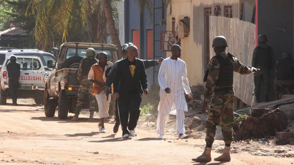 In der malischen Hauptstadt Bamako haben Angreifer 170 Geiseln in im Luxushotel Radisson Blue genommen.