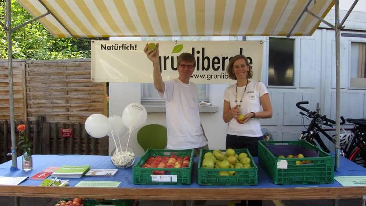 Andreas Kriesi (Präsident Grünliberale Schlieren) und Sonja Gehrig (Co-Präsidentin Grünliberale Bezirk Dietikon) am dies-jährigen Schlieremer Herbstmarkt.