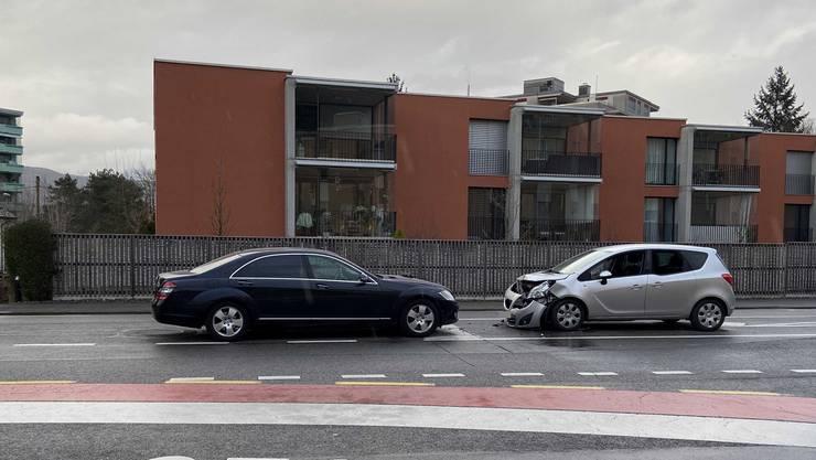 Auf der Zürcherstrasse geriet ein 59-jähriger Autofahrer auf die Linksabbiegespur der Gegenfahrbahn.