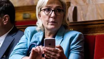 Marine Le Pen im Parlament - dieses hat nun ihre Immunität aufgehoben. (Archivbild)