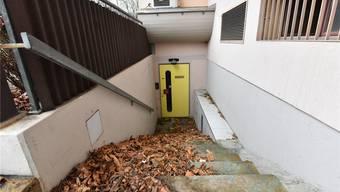 Von diesem Treppenpodest aus schoss der Verurteilte Ende 2007 mit einer Pistole sechsmal in Richtung der Türe.