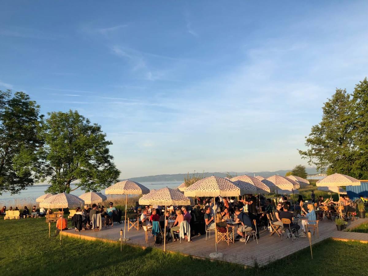 Die Pop Up-Bar hat nur bei gutem Wetter geöffnet. (© strandgarten.ch)