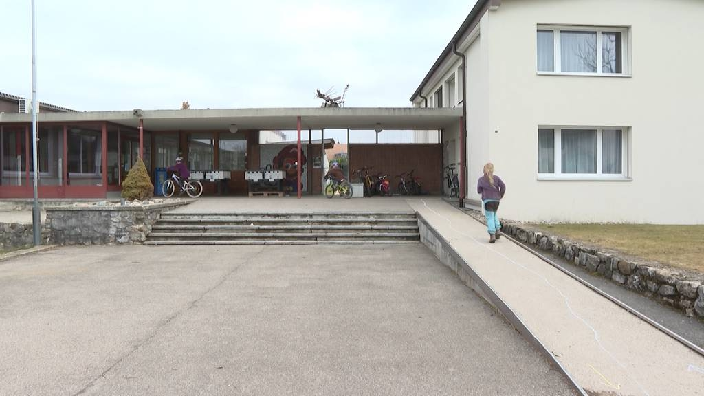 Schlosswiler kämpfen um ihre Schule