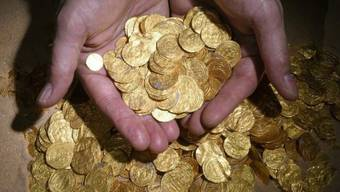 Einige der 2000 vor Israel gefundenen Goldmünzen