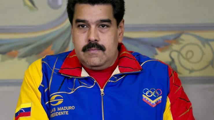 Venezuelas Präsident Nicolas Maduro bei einer Zeremonie: Iran greift Venezuela finanziell unter die Arme (Archivbild).