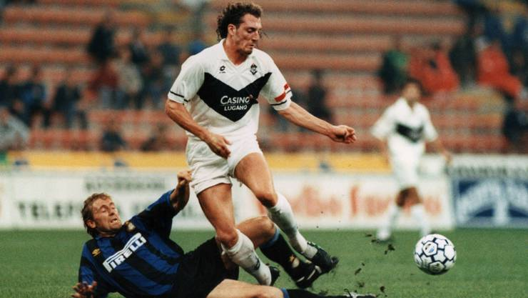 Lugano mit Captain Christian Colomba überspringt im September 1995 die hohe Hürde Inter Mailand
