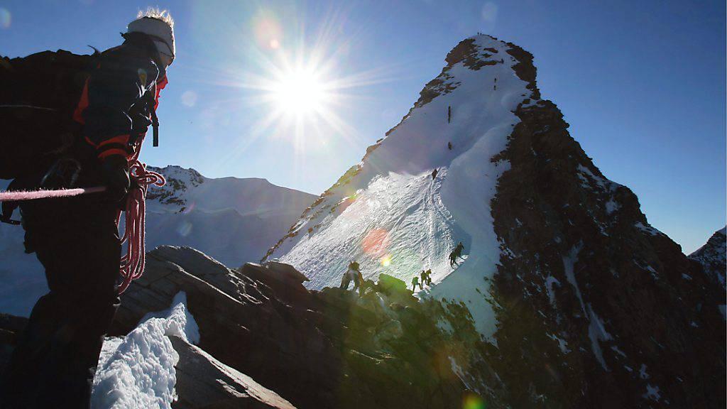 Die Dufourspitze, der höchste Gipfel der Schweiz, hat wieder ein Kreuz. (Archivbild)