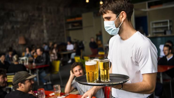 Die Restaurants und Beizen dürfen wieder Kundschaft willkommen heissen. (Symbolbild)