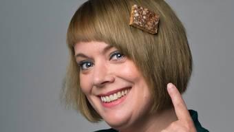 Colette Studer übernimmt die Regie und trägt schon ein Läggerli im Haar.