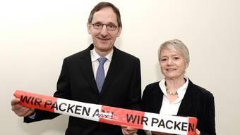 Uneinigkeit statt gemeinsames Anpacken: Sicherheits- und Justizdirektion (Vorsteher Mario Fehr und Jacqueline Fehr) schieben sich gegenseitig den schwarzen Peter zu.