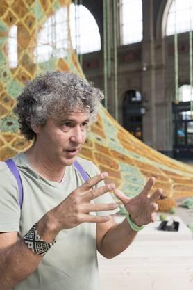 Ernesto Neto (54) erklärt beredt seinen «Gaia Mother Tree».
