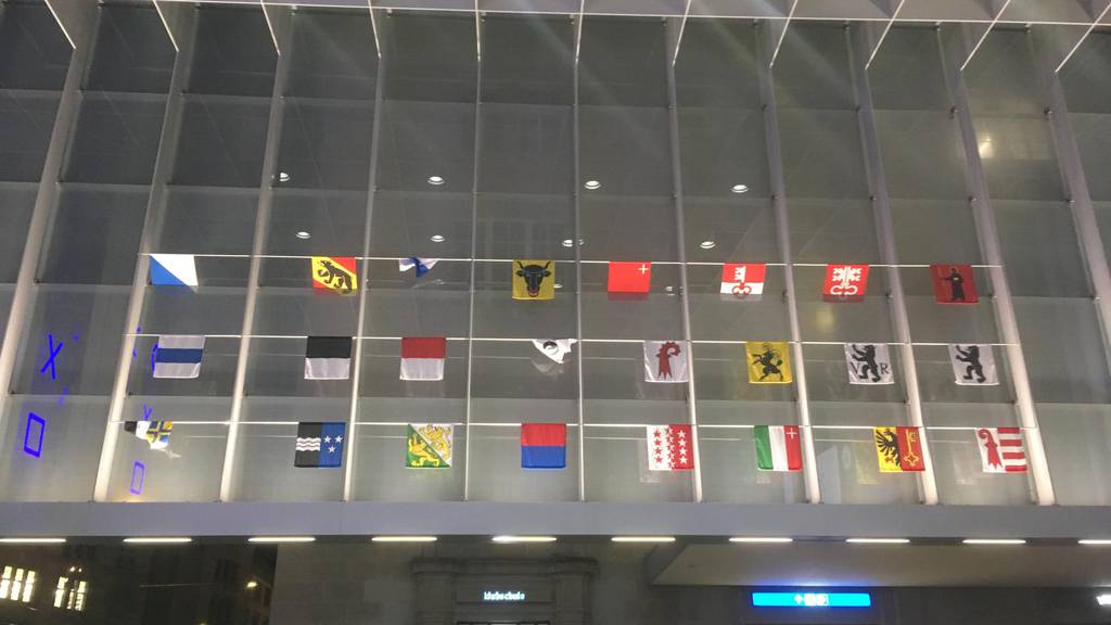 Waadt-Fahne fehlt an der Flaggenwand