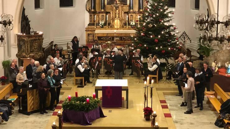 Die Musikgesellschaft Trimbach, unterstützt vom Chor der Vereinigung der apostolischen Christen, am Konzert in der Mauritiuskirche.