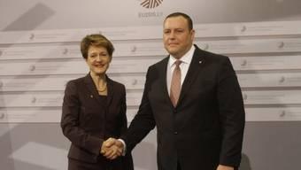 Bundesrätin Sommaruga mit dem lettischen Aussenminister Kozlovskis
