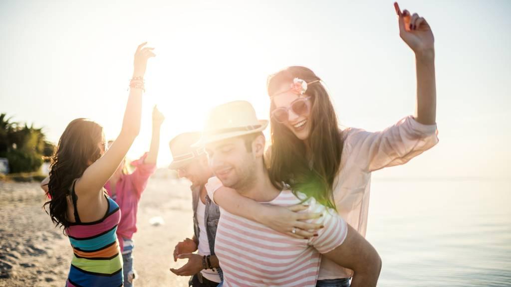 Zu welchem Hit tanzt du diesen Sommer? (Symbolbild)