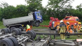 Für die Feuerwehr galt es, die A1 vor dem Feierabendverkehr wieder flott zu machen. Dies gelang nur teilweise.