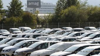 Finden 2016 weniger Abnehmer: Neuwagen, hier bei der VW-Importeurin Amag in Lupfig AG. (Archiv)