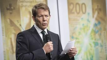 Fritz Zurbrügg, Vizepräsident der Nationalbank, präsentierte am Mittwoch die neue 200er-Note.