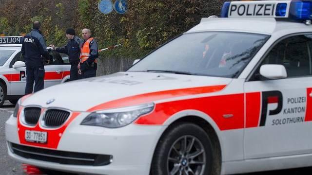 Nach einer Kollision zwischen zwei Autos auf der Autobahn A2 in Richtung Basel sucht die Kantonspolizei Solothurn Zeugen. (Archiv)