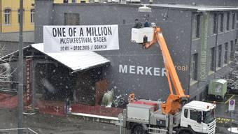 In vier Tagen beginnt das Badener Musikfestival One Of A Million. Werbeplakate zieren bereits die Kulisse beim Festivalzentrum im Merker-Areal.