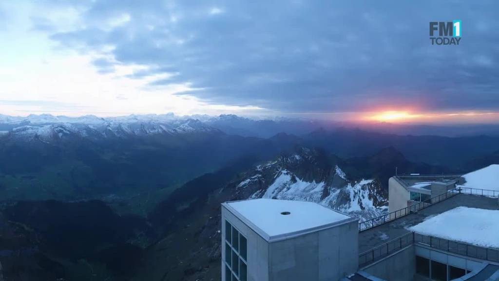 Eindrücklich: Webcam auf dem Gipfel zeigt die Ostschweiz bei Nacht