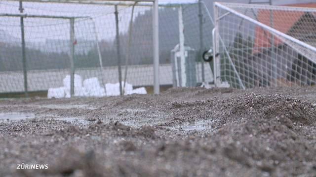 Rally-Rowdies zerstören Fussballplatz
