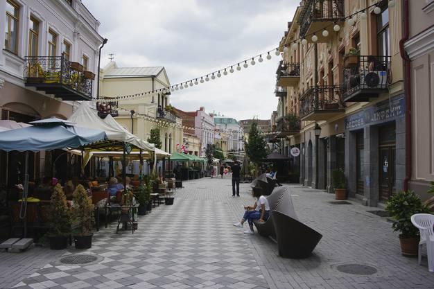 Tiflis steht zwischen Ost und West, zwischen Europa und Asien, zwischen Moderne und Tradition.