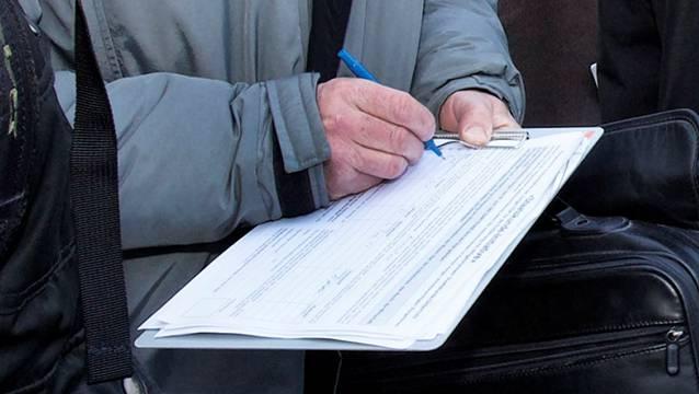 In Rheinfelden werden Unterschriften gesammelt, damit über die Einführung des Einwohnerrats abgestimmt werden kann. – Foto: AZ