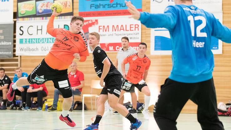 Neuzugang Alexander Velz (l.) zeigte mit zehn Toren im Auftaktsspiel eine starke Leistung.