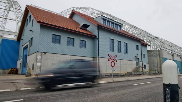 Im blauen Haus an der Kantonsstrasse ist die Schmutzwasser- und Abluftbehandlungsanlage (Swalba) im Dauerbetrieb.