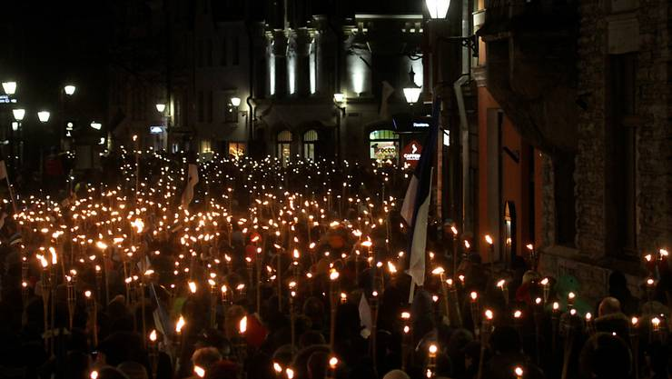 In Estland sind am Samstag zahlreiche Menschen gegen die Regierung auf die Strasse gegangen. (Archiv-/Symbolbild)