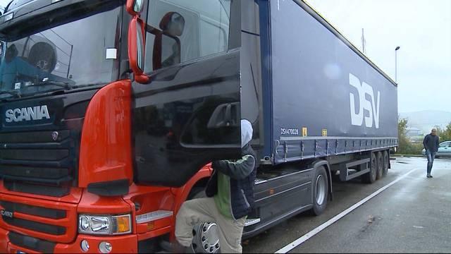 Gefährliches Lastwagen-Manöver auf der A1