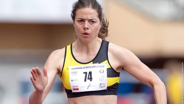 Leichtathletin Celine van Till isoliert sich.