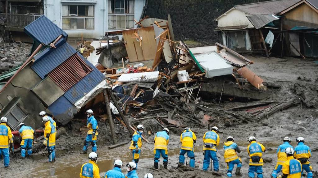 Erdrutsch in Japan: Rettungskräfte suchen nach 20 Vermissten