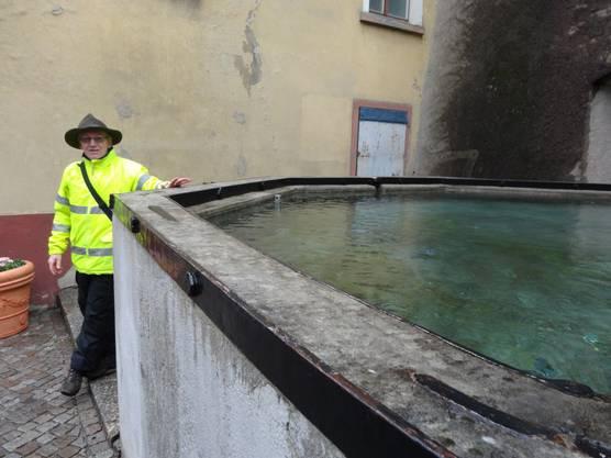 Adalbert Ruoss am Mittleren Brunnen in Laufenburg Baden.