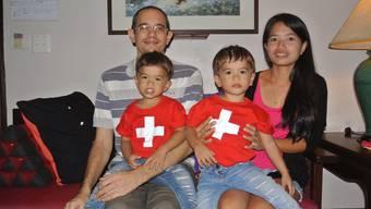 Der 39-jährige Lenzburger Rolf Graf lebt mit seinen dreijährigen Zwillingen Jason und Jakob und seiner Frau Onanong in Thailand.