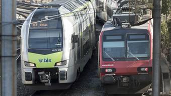 Weil die BLS drei Verbindungen im Fernverkehr übernehmen will, liegt sie mit der SBB im Clinch. (Symbolbild)